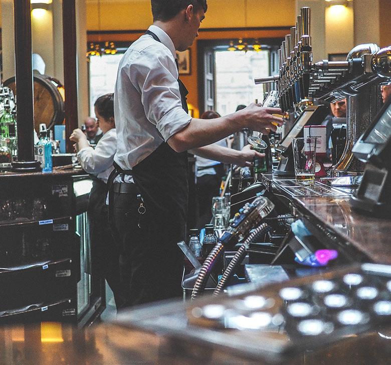 Ajutor de barman